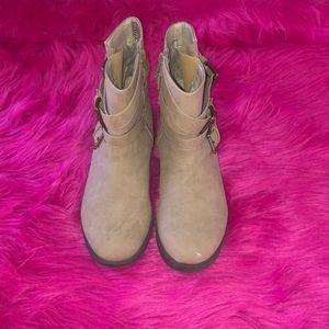 Shoedazzle ankle boots